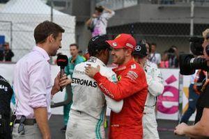 Jenson Button, Sky Sports F1, interviewe Lewis Hamilton, Mercedes AMG F1, vainqueur, et Sebastian Vettel, Ferrari, deuxième