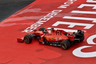 Sebastian Vettel, Ferrari SF90, sort de la piste