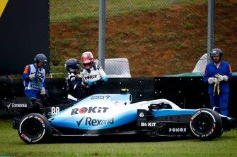Robert Kubica, Williams FW42 parla con il dottore, dopo l'incidente
