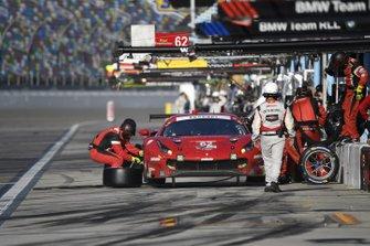 #62 Risi Competizione Ferrari 488 GTE, GTLM: Daniel Serra, James Calado, Alessandro Pier Guidi, Davide Rigon - pit stop