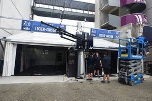 United Autosports team en pitlane