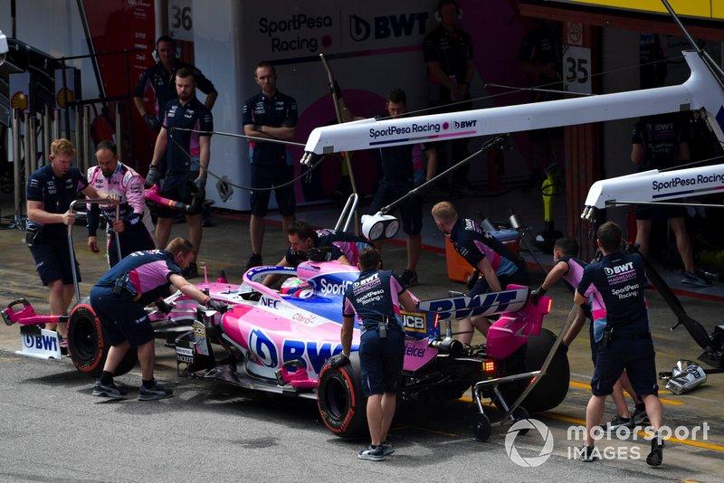 Sergio Perez, Racing Point RP19, ai box durante le Qualifiche