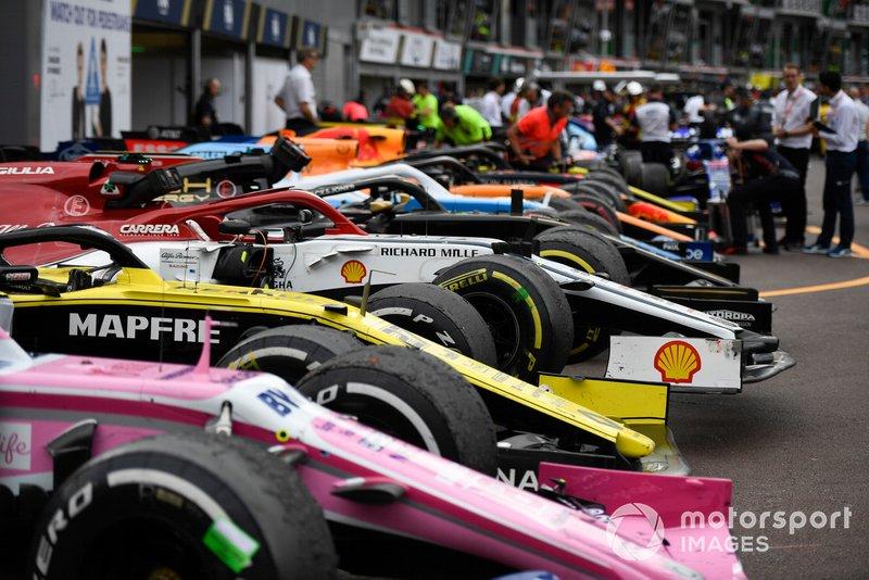 Los coches en Parc Ferme después de la carrera