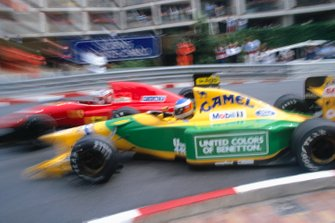 Michael Schumacher, Benetton B192 Ford, collides with Jean Alesi, Ferrari F92A, at the hairpin