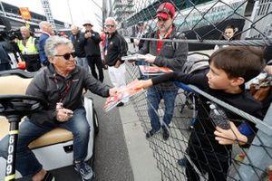 Mario Andretti en fans