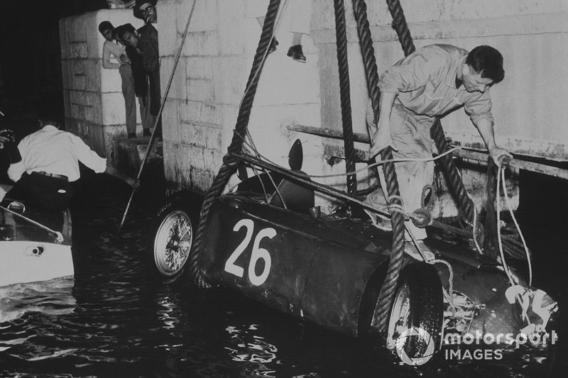 Alberto Ascari, Lancia D50, crashes into the harbour