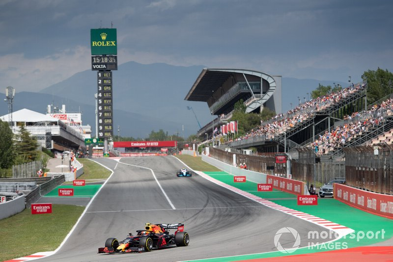 Pierre Gasly, Red Bull Racing RB15, leads Robert Kubica, Williams FW42