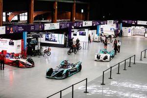 Mitch Evans, Panasonic Jaguar Racing, Jaguar I-Type 3, Oliver Turvey, NIO Formula E Team, NIO Sport 004 leave the pit building