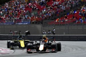 Pierre Gasly, Red Bull Racing RB15, leads Daniel Ricciardo, Renault F1 Team R.S.19