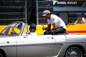 Carlos Sainz Jr., McLaren, lors de la parade des pilotes