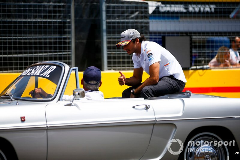 Carlos Sainz Jr., McLaren, alla parata dei piloti