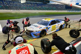 Matt DiBenedetto, Leavine Family Racing, Toyota Camry Digital Momentum / Hubspot makes a pit stop