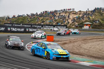 Энди Приоль, Cyan Performance Lynk & Co, Lynk & Co 03 TCR, и Даниэль Хаглёф, PWR Racing, CUPRA León TCR