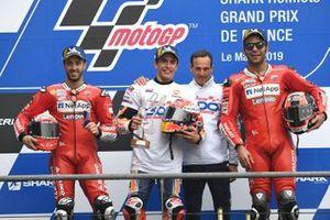 Podium: 1. Marc Marquez, 2. Andrea Dovizioso, 3. Danilo Petrucci, mit Alberto Puig