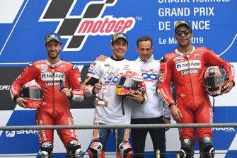 Подиум: победитель Марк Маркес, Repsol Honda Team, второе место – Андреа Довициозо, третье место – Данило Петруччи, Ducati Team, руководитель Repsol Honda Team Альберто Пуч