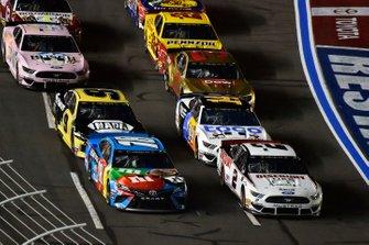 Brad Keselowski, Team Penske, Ford Mustang Discount Tire and Kyle Busch, Joe Gibbs Racing, Toyota Camry M&M's Hazelnut