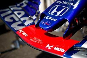 Voorvleugel van de Toro Rosso STR14 met nieuwe sponsor RDS