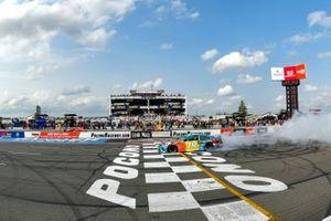 Yarış galibi Kyle Busch, Joe Gibbs Racing, Toyota Camry M&M's Hazelnut