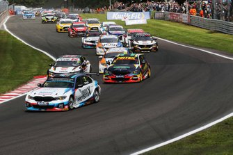 Start - Colin Turkington, WSR BMW leads