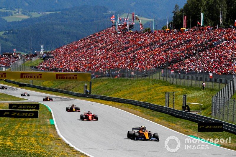 Lando Norris, McLaren MCL34, devant Sebastian Vettel, Ferrari SF90, Max Verstappen, Red Bull Racing RB15, et Pierre Gasly, Red Bull Racing RB15