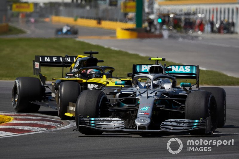 Valtteri Bottas, Mercedes AMG W10, Daniel Ricciardo, Renault R.S.19