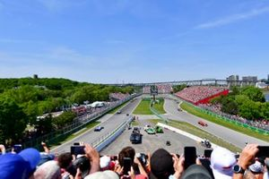 Charles Leclerc, Ferrari SF90, leads Daniel Ricciardo, Renault R.S.19, Pierre Gasly, Red Bull Racing RB15, and the remainder of the field on the opening lap