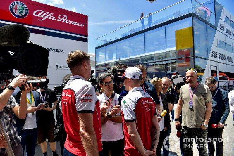 Kimi Raikkonen, Alfa Romeo Racing, parle aux médias