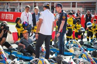 Lando Norris, McLaren, Carlos Sainz Jr., McLaren en Max Verstappen, Red Bull Racing