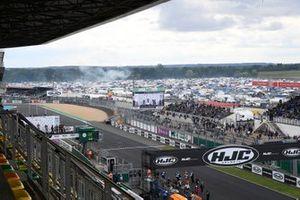 La ligne droite du circuit Bugatti du Mans vue depuis une tribune
