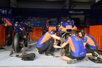 Meccanici Red Bull KTM Tech 3