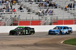 Kurt Busch, Chip Ganassi Racing, Chevrolet Camaro ComSurv, Kevin Harvick, Stewart-Haas Racing, Ford Mustang Busch Beer
