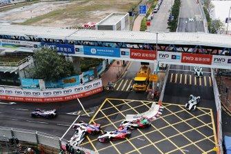 Felipe Nasr, Dragon Racing, Penske EV-3 crashes into the barrier, collecting Pascal Wehrlein, Mahindra Racing, M5 Electro, Jérôme d'Ambrosio, Mahindra Racing, M5 Electro