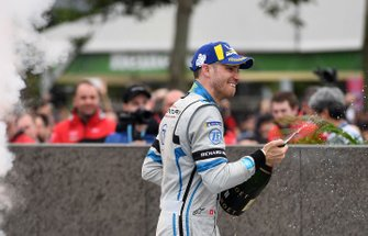 Edoardo Mortara, Venturi Formula E celebrates 2nd position with a champagne shower
