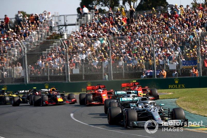 Valtteri Bottas, Mercedes AMG W10, Lewis Hamilton, Mercedes AMG F1 W10, Sebastian Vettel, Ferrari SF90, Charles Leclerc, Ferrari SF90, Max Verstappen, Red Bull Racing RB15, al inicio