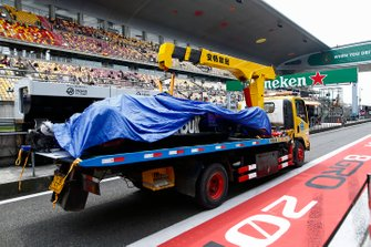 The damaged car of Alexander Albon, Toro Rosso STR14, is returned to the pits t the end of practice 3