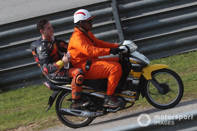 Pol Espargaró, Red Bull KTM Factory Racing después de la caída