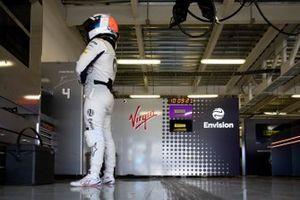 Sam Bird, Envision Virgin Racing, Audi e-tron FE05, waits in the garage