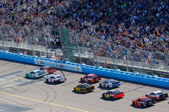 Start zum TicketGuardian 500 auf dem ISM Raceway in Phoenix: Ryan Blaney, Team Penske, Ford Mustang MoneyLion, führt