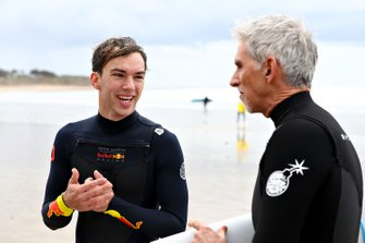 Pierre Gasly, Red Bull Racing vont faire du surf avec Damon Hill
