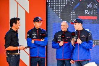 Mark Webber, Alexander Albon, Scuderia Toro Rosso, Franz Tost director de Toro Rosso y Daniil Kvyat, en el evento en la Federation Square