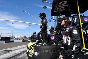 Jimmie Johnson, Hendrick Motorsports, Chevrolet Camaro Ally, pit crew
