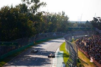 Daniel Ricciardo, Renault F1 Team R.S.19, passes Pierre Gasly, Red Bull Racing RB15