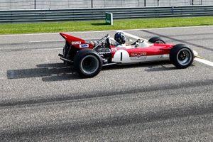 Damon Hill met de Lotus 49 van vader Graham Hill in 1968