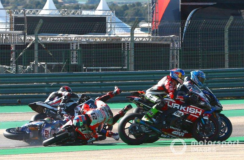 Incidente tra Michael Ruben Rinaldi, Barni Racing Team, Michael van der Mark, Pata Yamaha, Jordi Torres, Team Pedercini