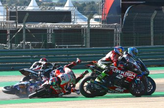 Incidente tra Michael Ruben Rinaldi, Barni Racing Team, Michael van der Mark, Pata Yamaha, Jordi Torres, Team Pedercini