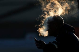 Курящий фотограф