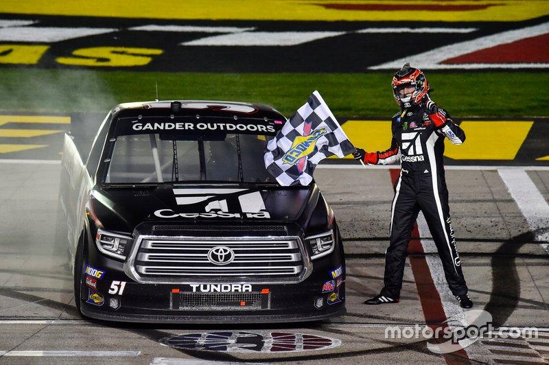 Race winner Kyle Busch, Kyle Busch Motorsports, Toyota Tundra Cessna