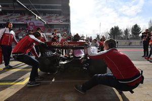 Alfa Romeo Racing monteurs en Kimi Raikkonen, Alfa Romeo Racing C38