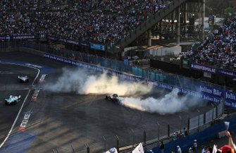 Lucas Di Grassi, Audi Sport ABT Schaeffler, Audi e-tron FE05 doing donuts to celebrate his victory