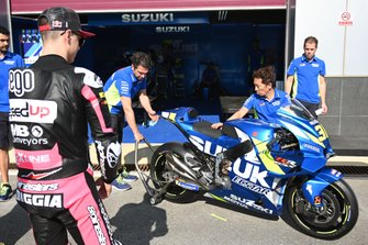 Fabio Di Giannantonio, Speed Up Racing looking at the Suzuki
